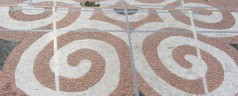 Wir restaurieren den Boden des Offenen Tempels